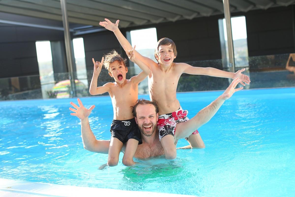 Investir dans une piscine semi-enterrée